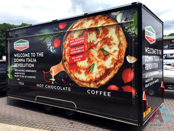 Donna Italia - Catering Trailer full wrap with digitally printed media and vinyl cut lettering
